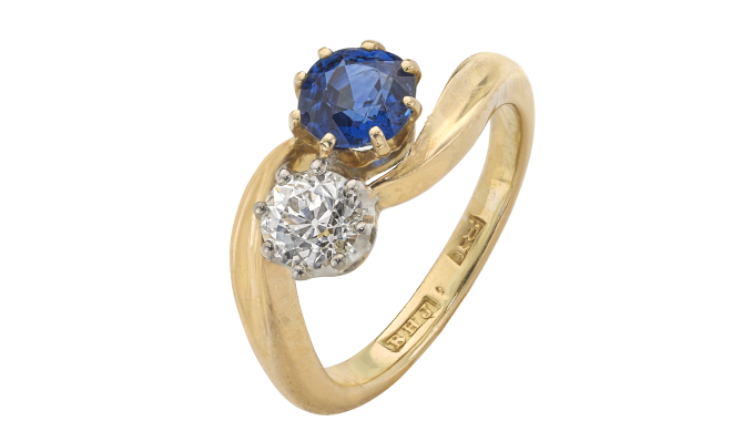VSS672 | c.1910. 18ct Gold & Platinum. A Sapphire & Antique Brilliant Cut Diamond set Ring (S: 0.72ct, D: 0.43ct)