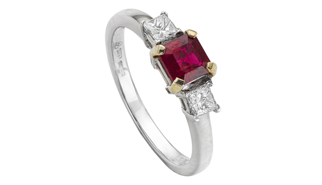 DQ577 | 18ct Gold. A Burma Ruby & Princess Cut Diamond set Ring (R: 0.79ct. D: 0.31ct)