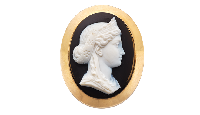 FSS797 | Victorian. A Gold & Agate Cameo Brooch - Locket Back
