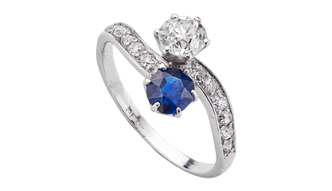 USS803 | Early C20th. Platinum. A Sapphire (0.83ct) & Antique Cut Diamond (0.69ct) set Ring with Diamond inlaid Shoulders